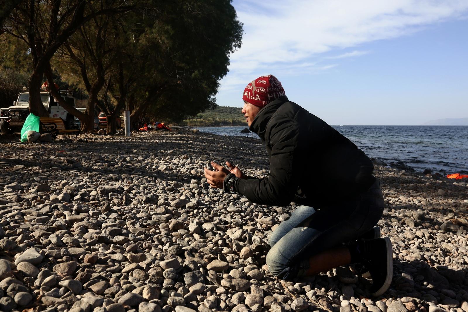 Art and Documentary Photography - Loading alexandros_katsis_lesbos_refuggies_18.jpg