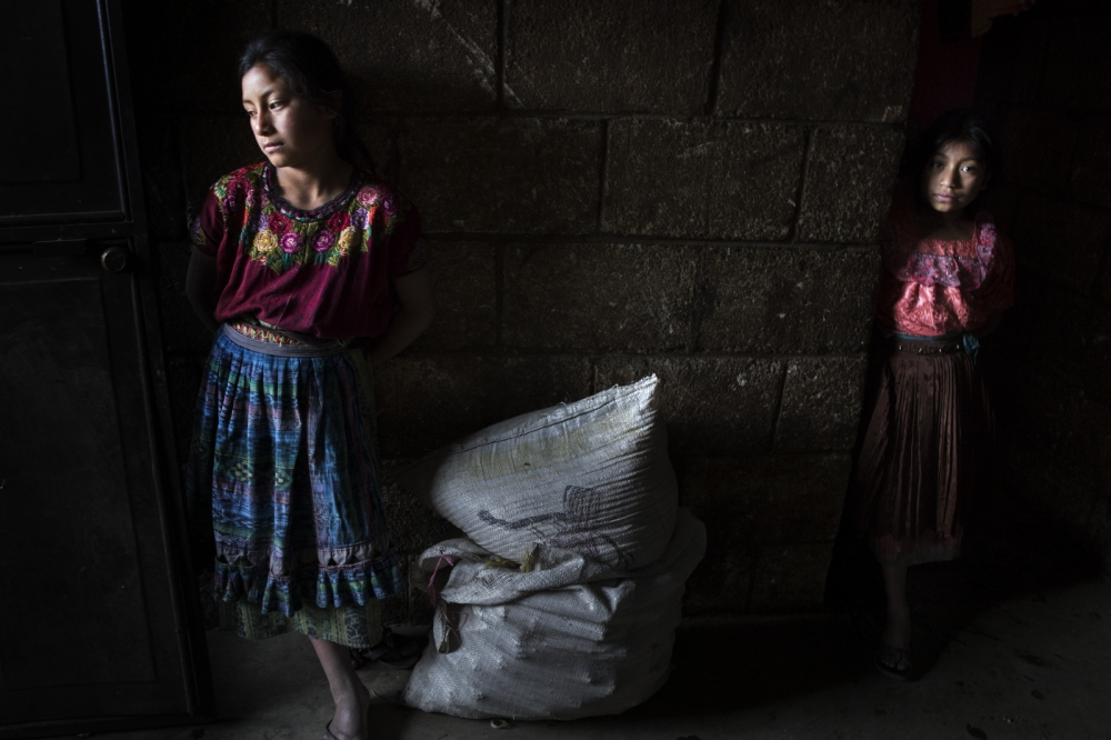 Art and Documentary Photography - Loading ExpoMorechildmigration_006.JPG