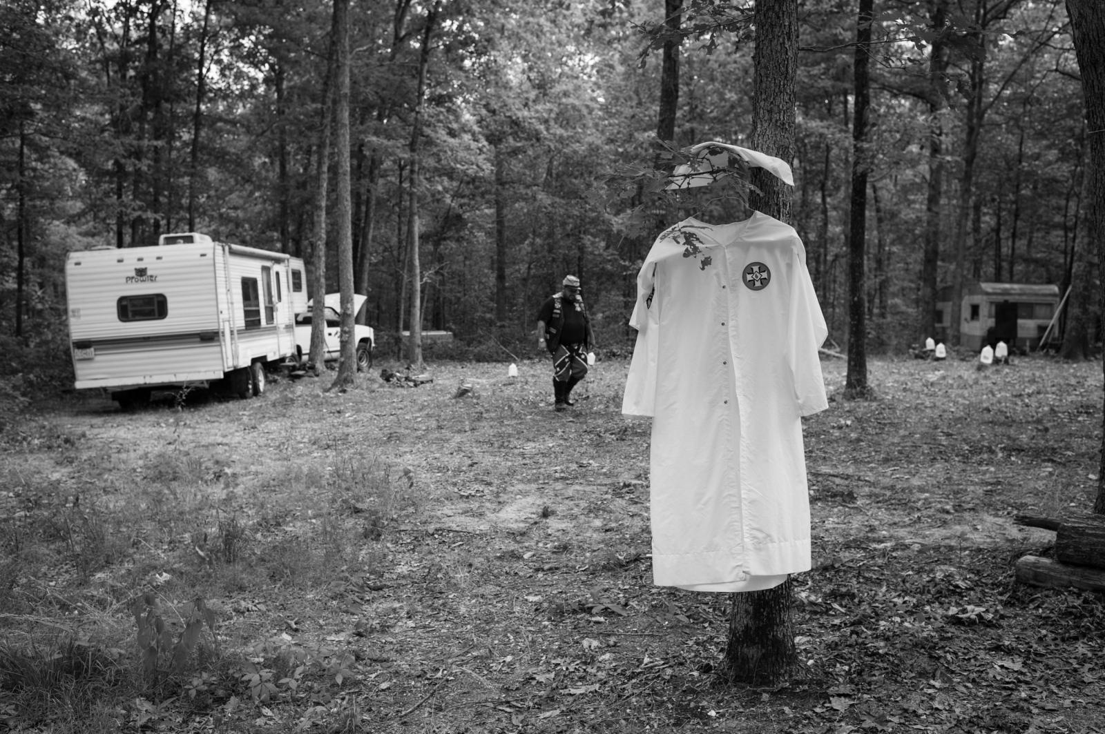 Missouri. A ceremonial Klan robe hangs by a tree shortly before a cross lighting ceremony, which will take place at dusk.