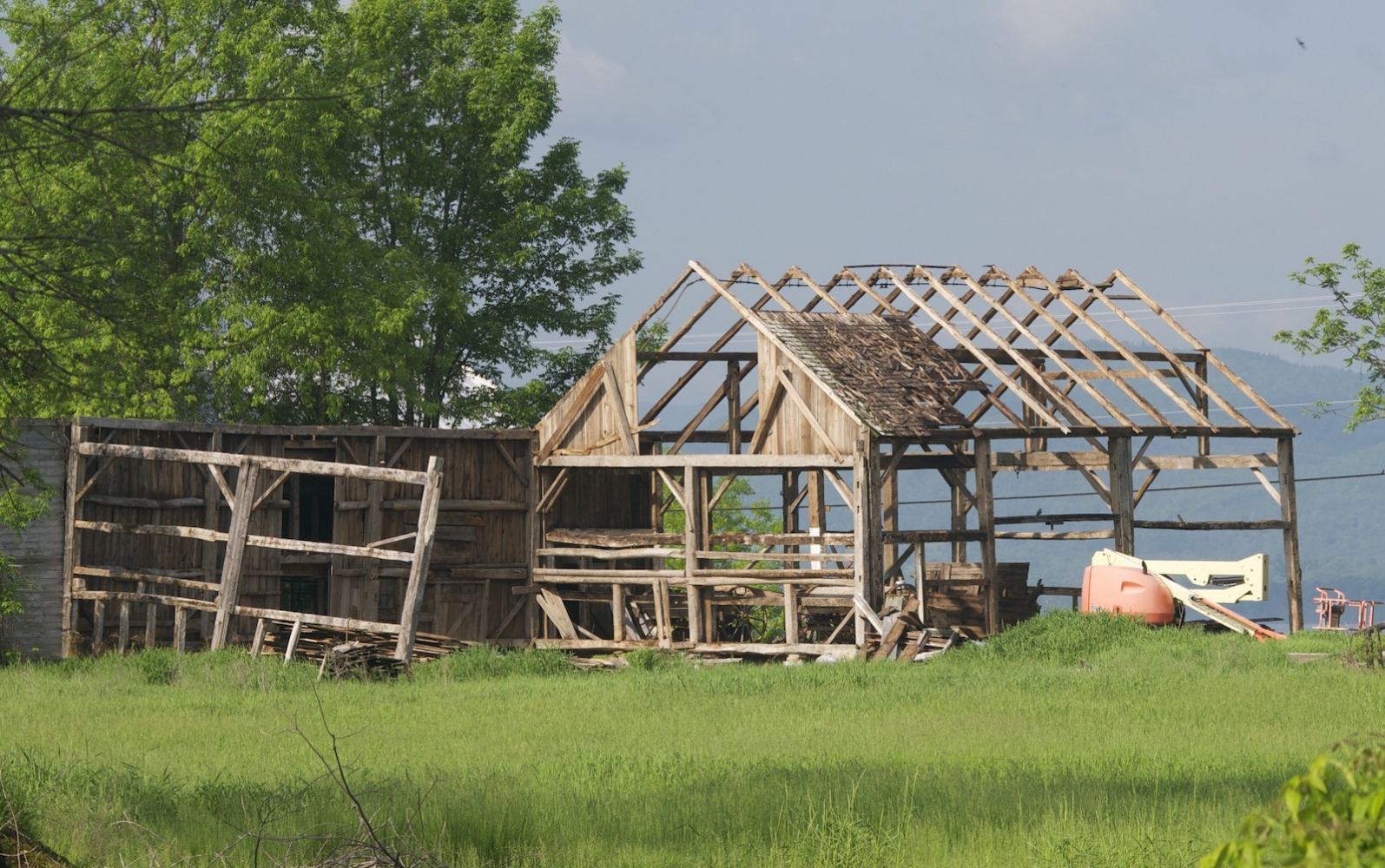 Art and Documentary Photography - Loading barn_skelton_1V.jpg