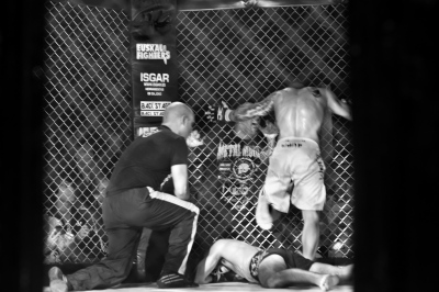 Wins by ko or abandonment, taking three pats on the ground or in the opponent's body. The referee may also end the fight when considering.