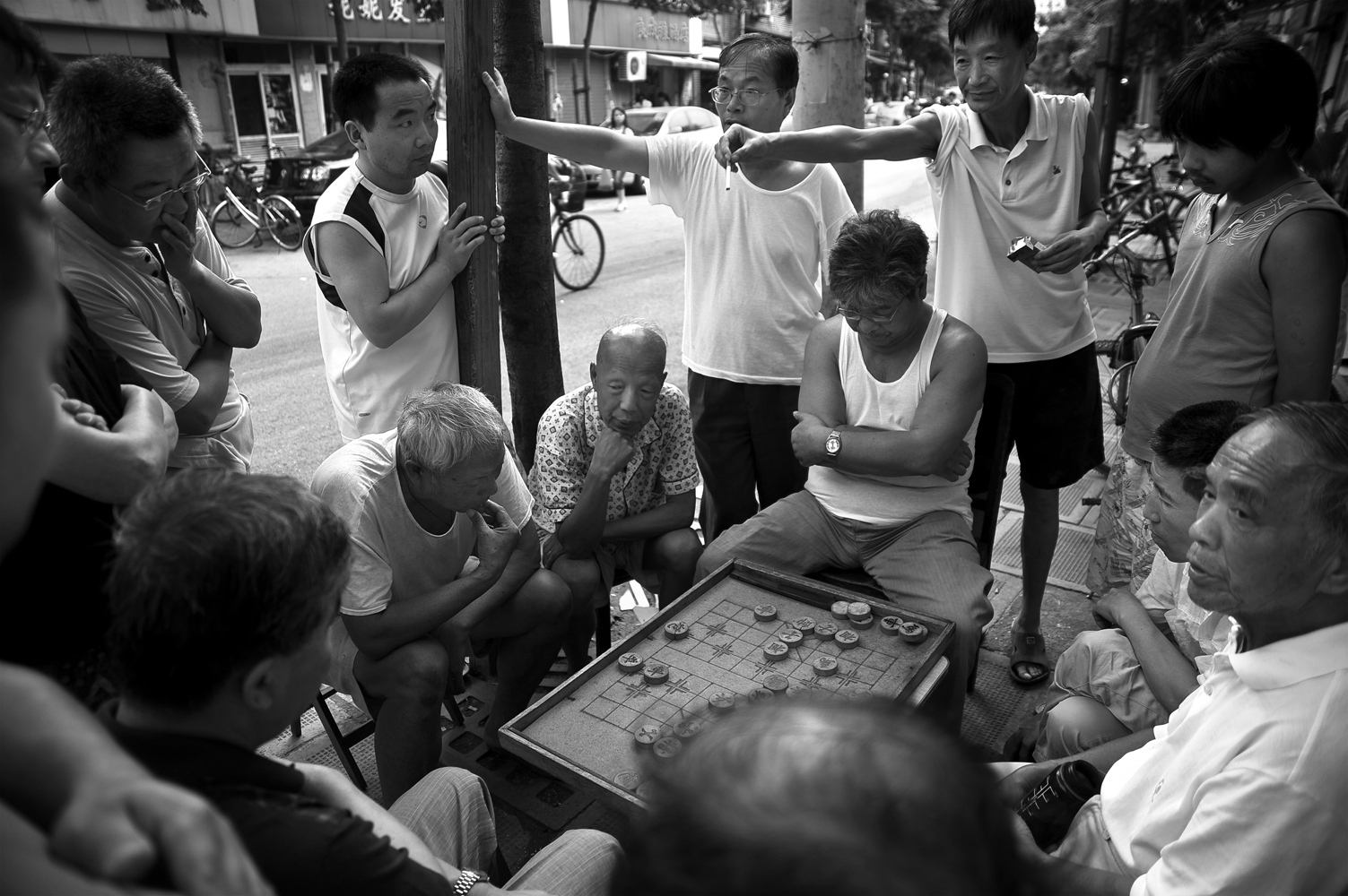 Citizens are most of the time on the street, where they also they spend leisure, sports or relaxation. Typical street huddle around a board game.