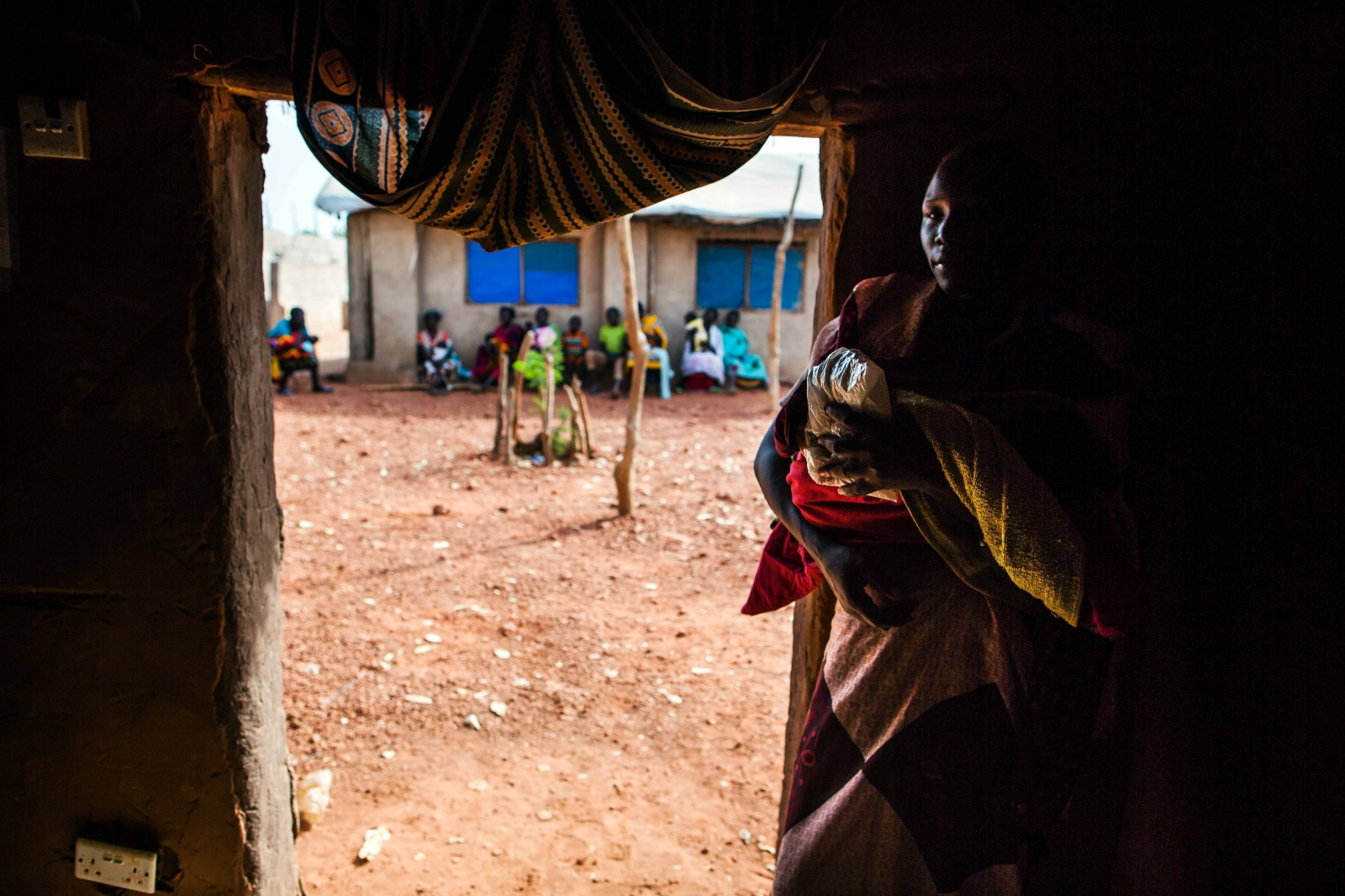 Art and Documentary Photography - Loading Refugees_03.JPG