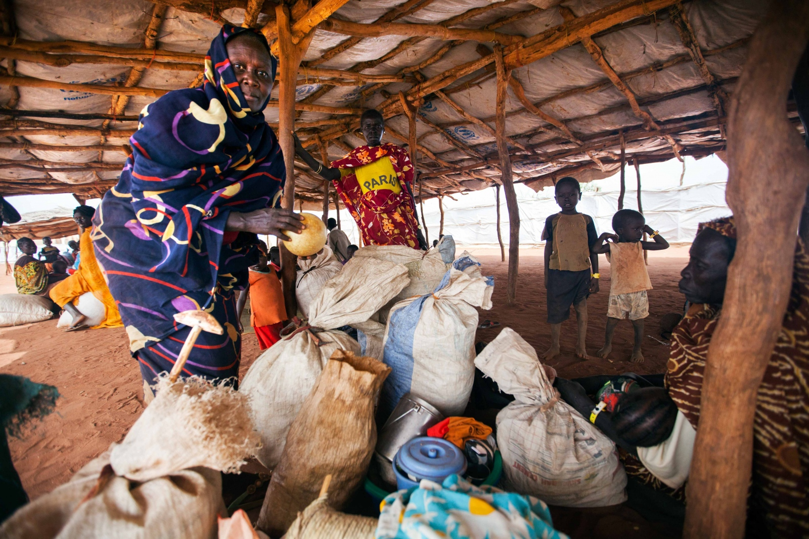 Art and Documentary Photography - Loading Refugees_05.JPG