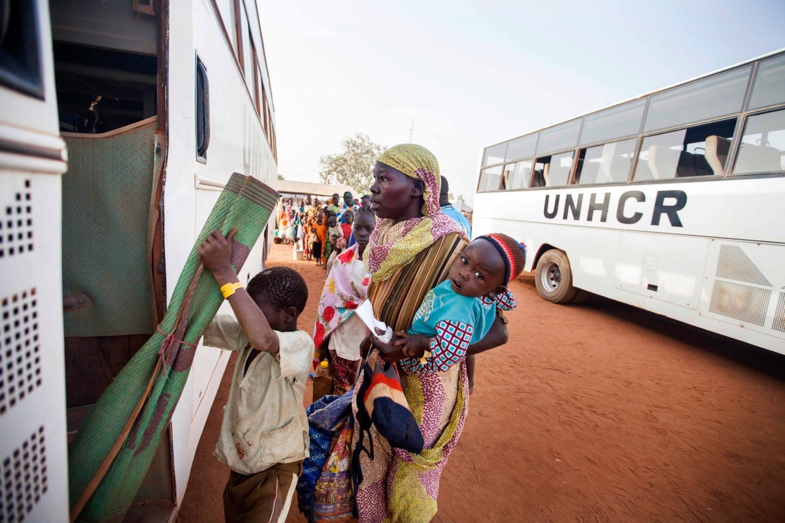 Art and Documentary Photography - Loading Refugees_11.JPG
