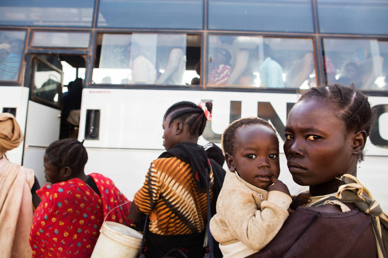 Art and Documentary Photography - Loading Refugees_12.JPG