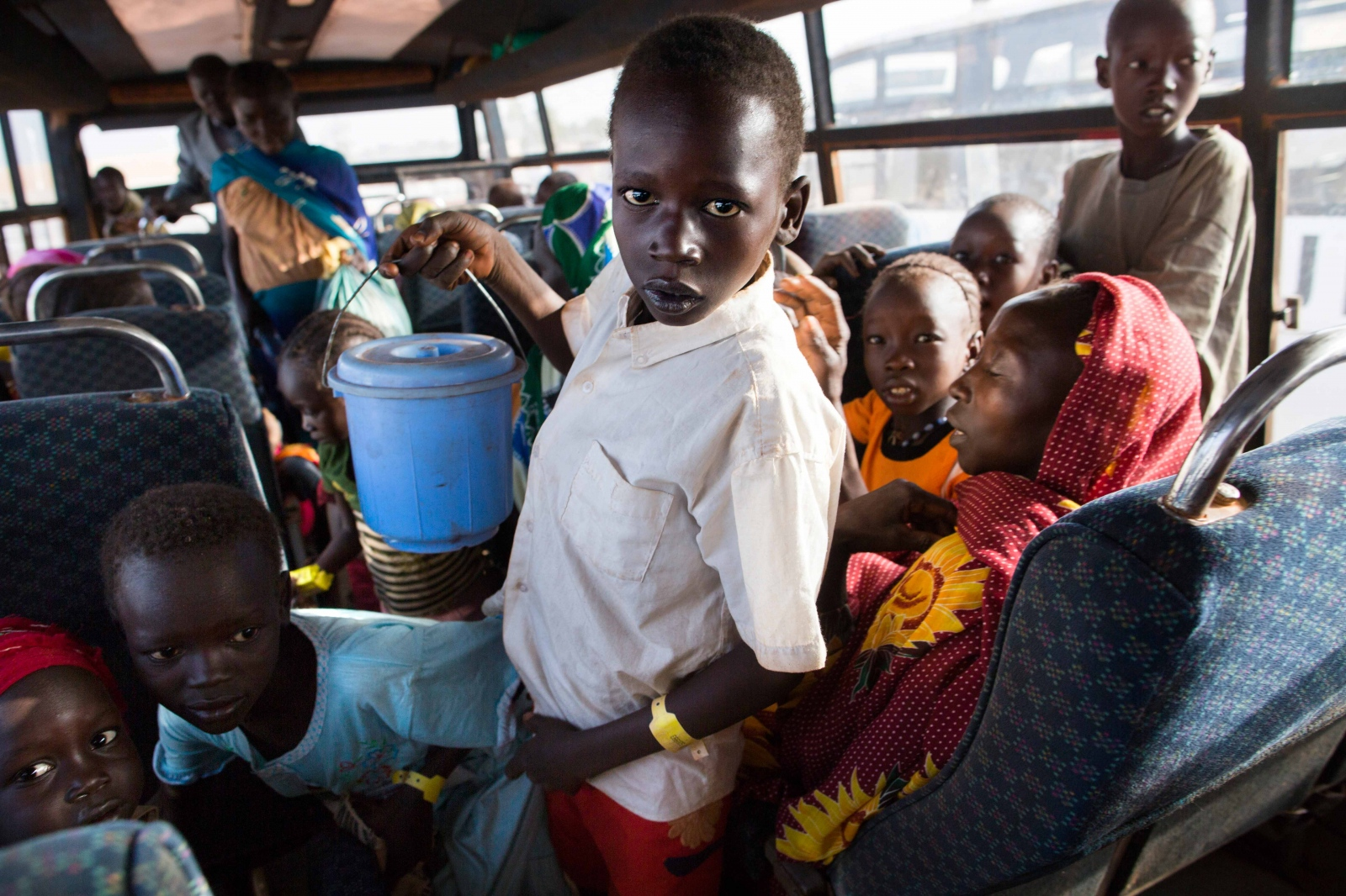 Art and Documentary Photography - Loading Refugees_15.JPG