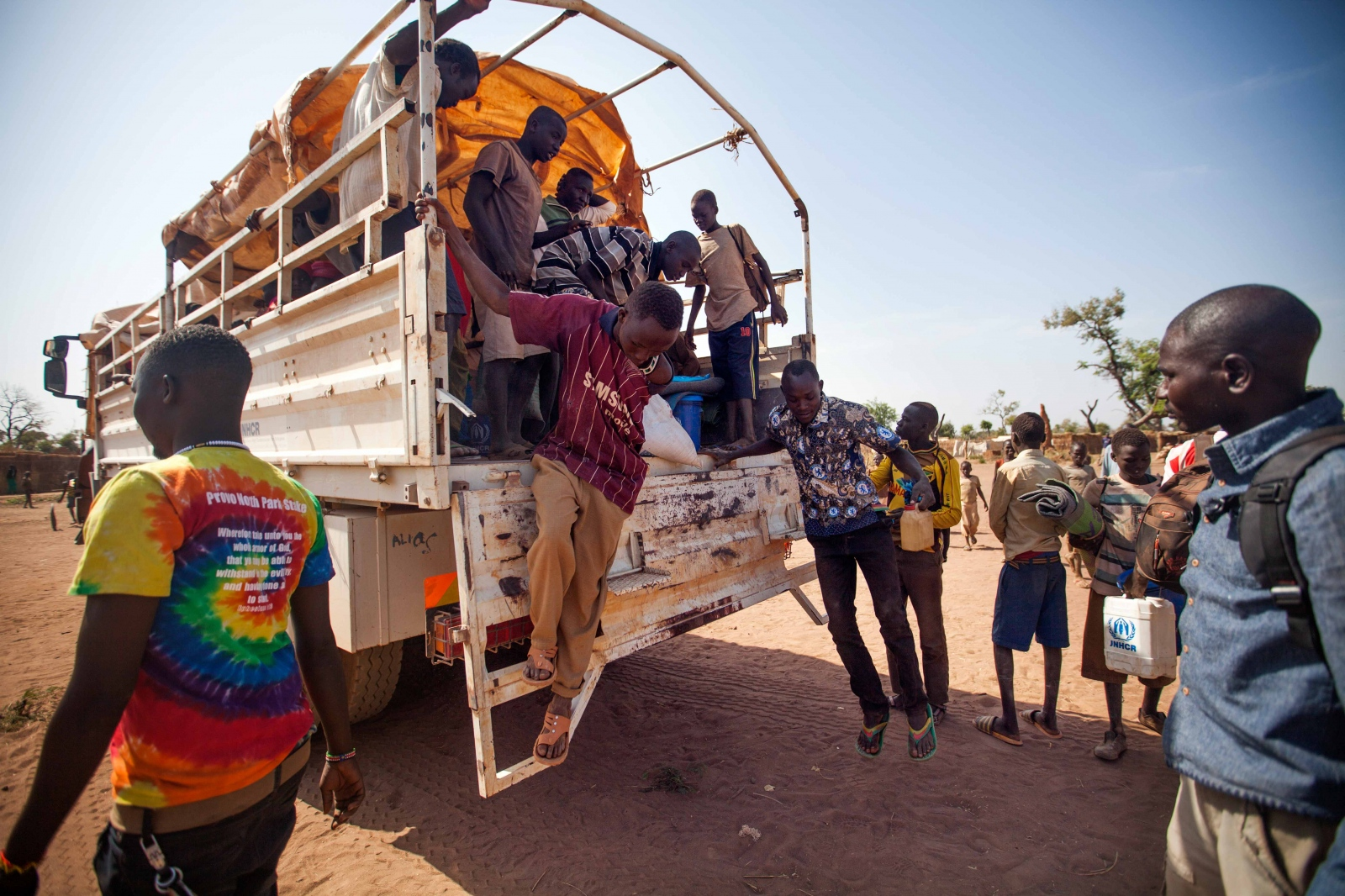 Art and Documentary Photography - Loading Refugees_18.JPG