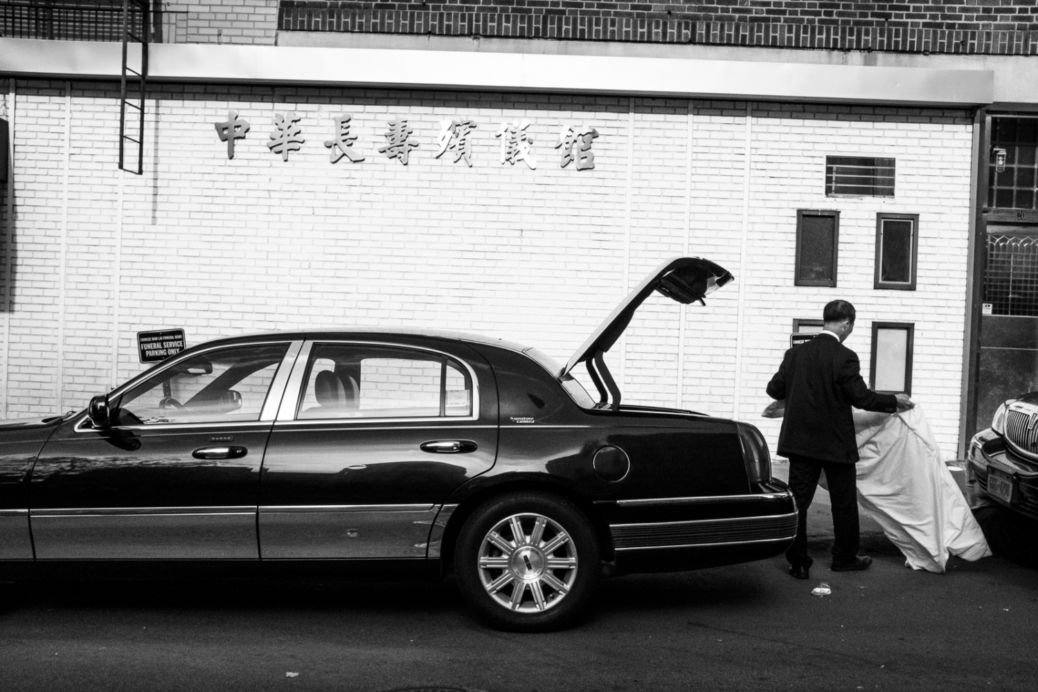Loading the Trunk at the Mortuary, NYC