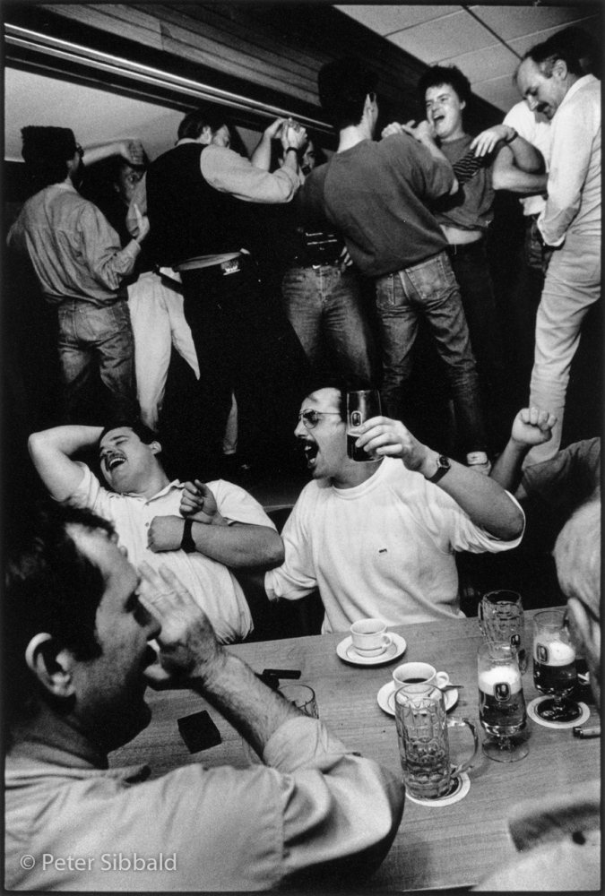Art and Documentary Photography - Loading 037-german_mess_drinkers.jpg