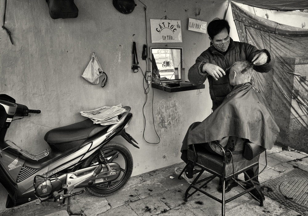 Art and Documentary Photography - Loading Asia_02715_bw.jpg