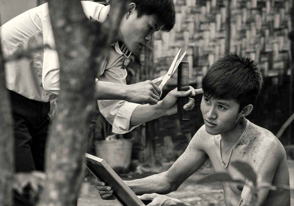 Art and Documentary Photography - Loading Asia_06503_bw.jpg