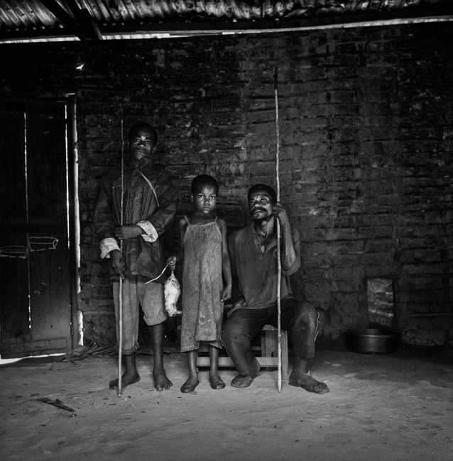 Members of a bagyeli pygmie family bring the day's hunt to the Bantu house where they work as servants. Kribi, Cameroon.