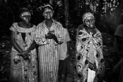 Several baka pygmie women sing at dawn in a ceremony to attract animals for hunting and fishing. Village of Bosquet, Dja Faunal Reserve.