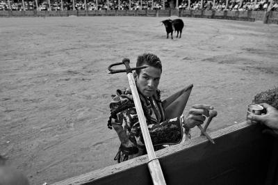 The matador Jose María Manzanares takes his sword in preparation for the killing of the bull (suerte de matar). Ronda.