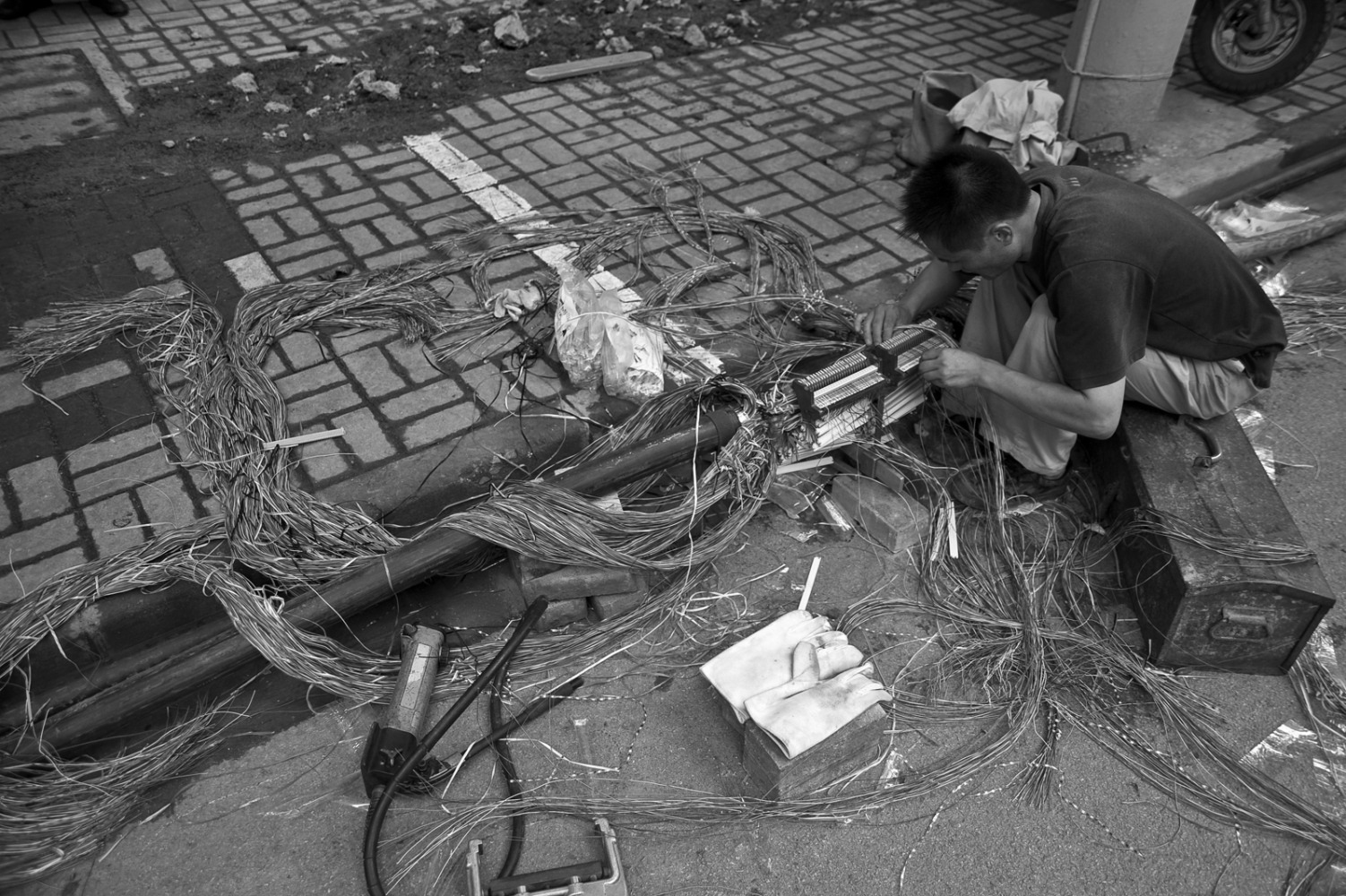Municipal works at street level are common in old town, the electrical wiring and scaffolding bamboo are some of the most surprising elements.