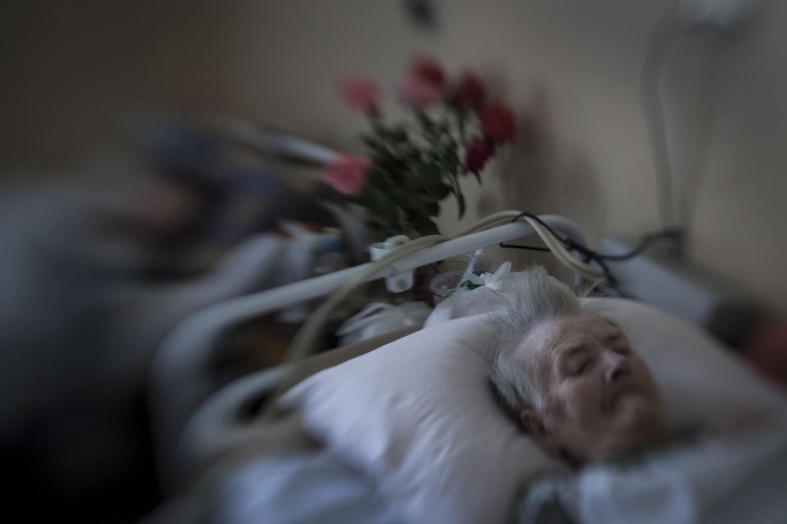 Art and Documentary Photography - Loading DmitriBeliakov-Ukraine_015.JPG