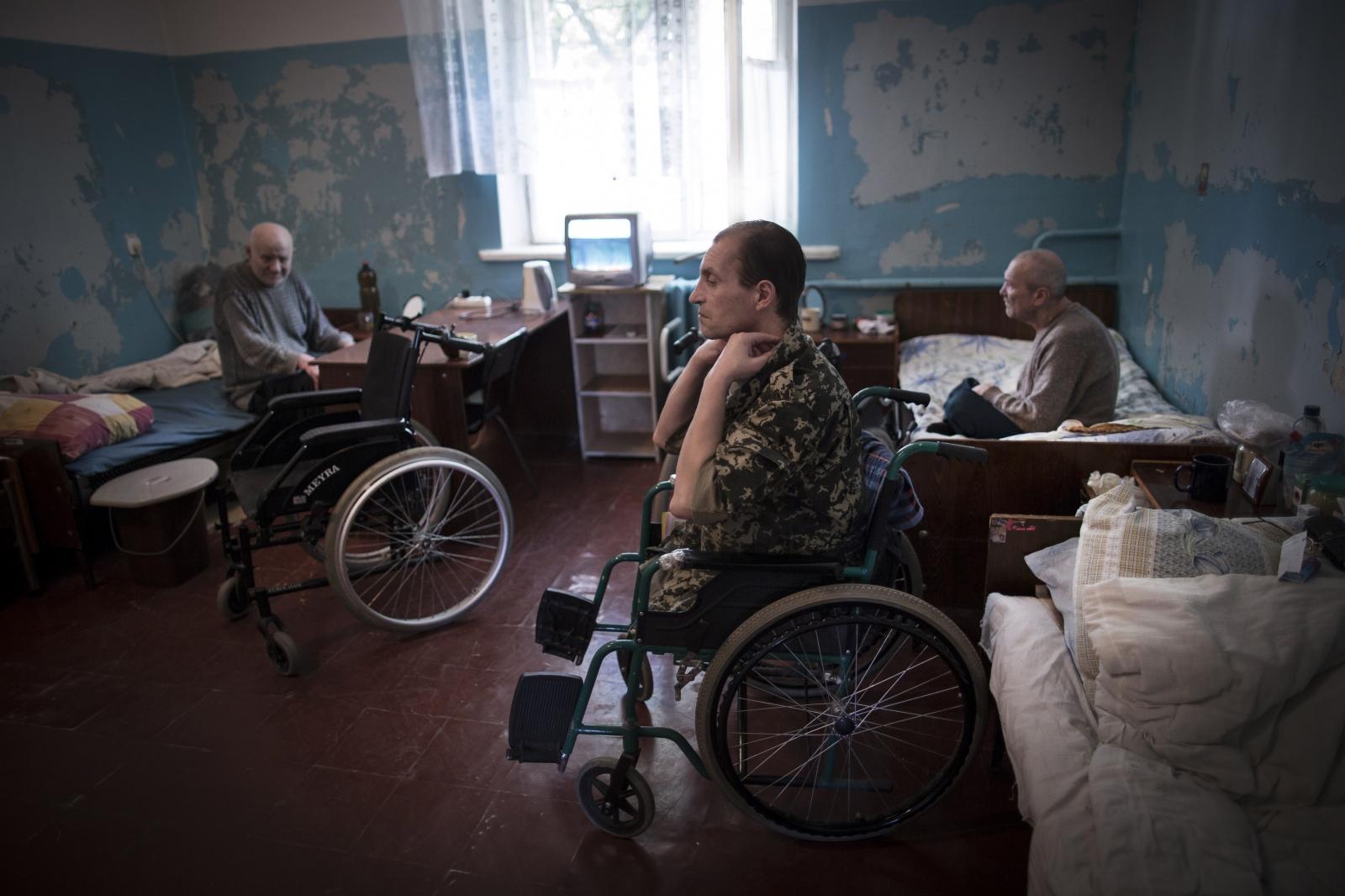 Art and Documentary Photography - Loading DmitriBeliakov-Ukraine_017.JPG