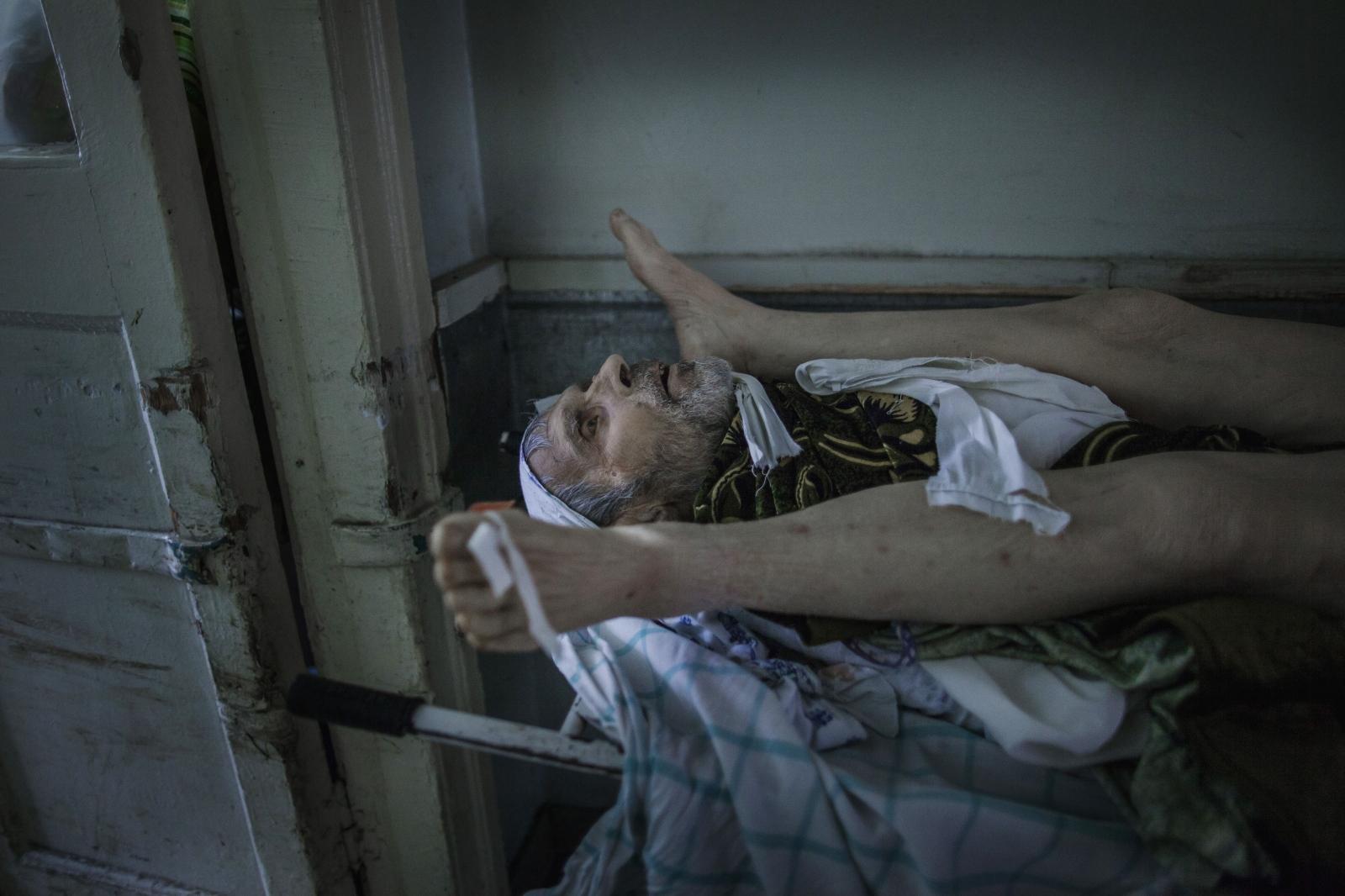 Art and Documentary Photography - Loading DmitriBeliakov-Ukraine_020.JPG