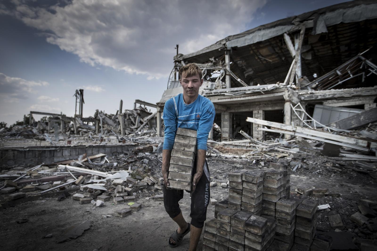 Art and Documentary Photography - Loading DmitriBeliakov-Ukraine_034.JPG
