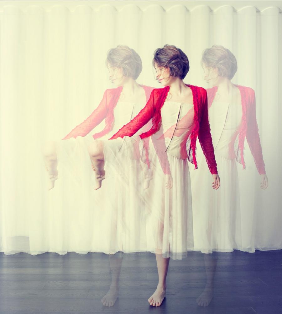 Art and Documentary Photography - Loading clara_holt_dancing.jpg