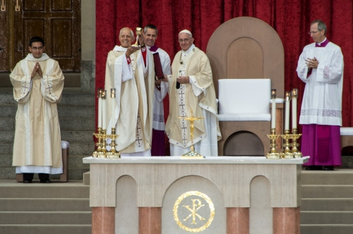 Archbishop of Washington Cardinal Donald. W. Wuerl, holds up a chalis he recived from Pope Francis, 78, as he conducts mass and the Canonization of Blessed Junipero Serra at the Basilica of the National Shrine of the Immaculate Conception /The Catholic University of America, Sept 23, 2015 in Washington DC. Serra was the 18th century Franciscan missionary who founded missions and evangelized in California. This is the first canonization on US soil, and the Popes first visit to the United States.