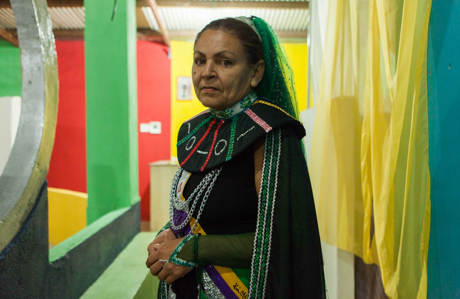 ·  Tania has been attending the temple for over ten years. At least eight members of her family are part of the Valley of the Dawn, including her smallest grandson who is now three years old. Besides spiritual growth and energy manipulation, the temple serves as a community base for several families and individuals.Cavalcante do Goais, 2015.  // · Tania ha acudido al templo por mas de diez años. Por lo menos ocho miembros de su familia son parte del Valle del Amanecer incluyendo su nieto más joven de tres años. Aparte de desarrollo espiritual, el templo sirve como una base comunitaria para varias familias e individuos. Cavalcante do Goais, 2015.