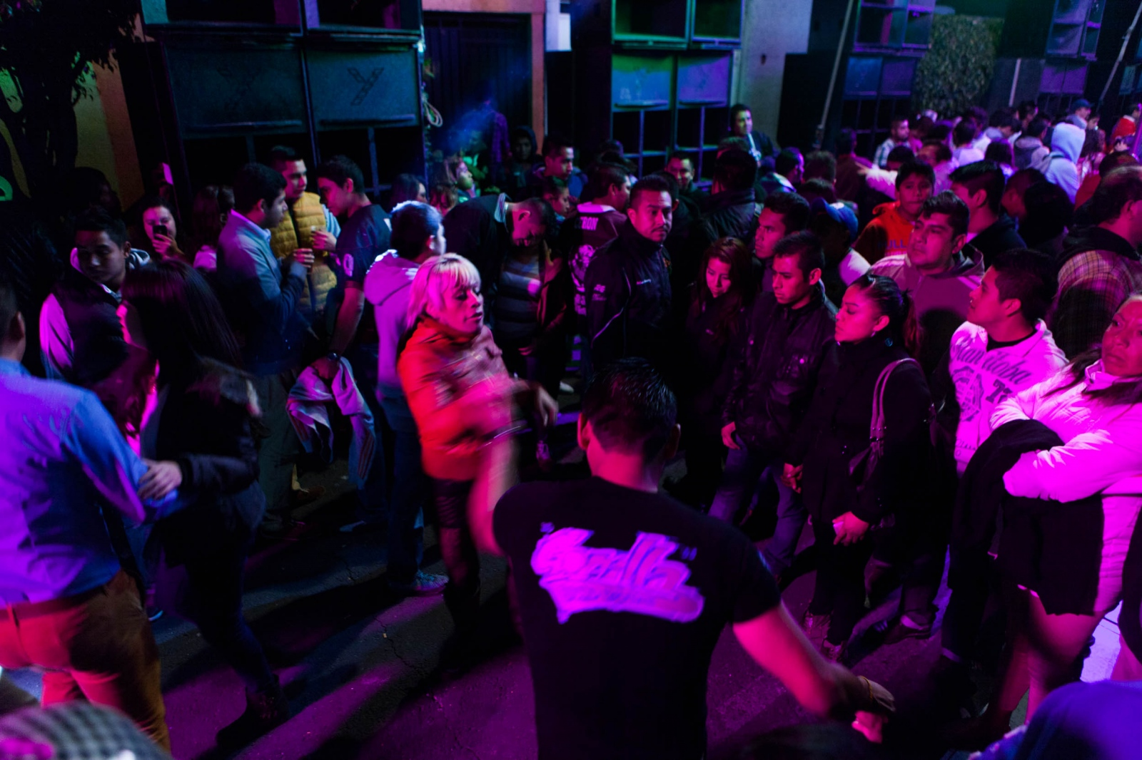 · Dance circle in Aragon neighborhood party.  Aragón, Mexico D.F. February, 2015. // · Circulo de baile en el barrio de Aragon.  Aragón, Mexico D.F. Febrero, 2015