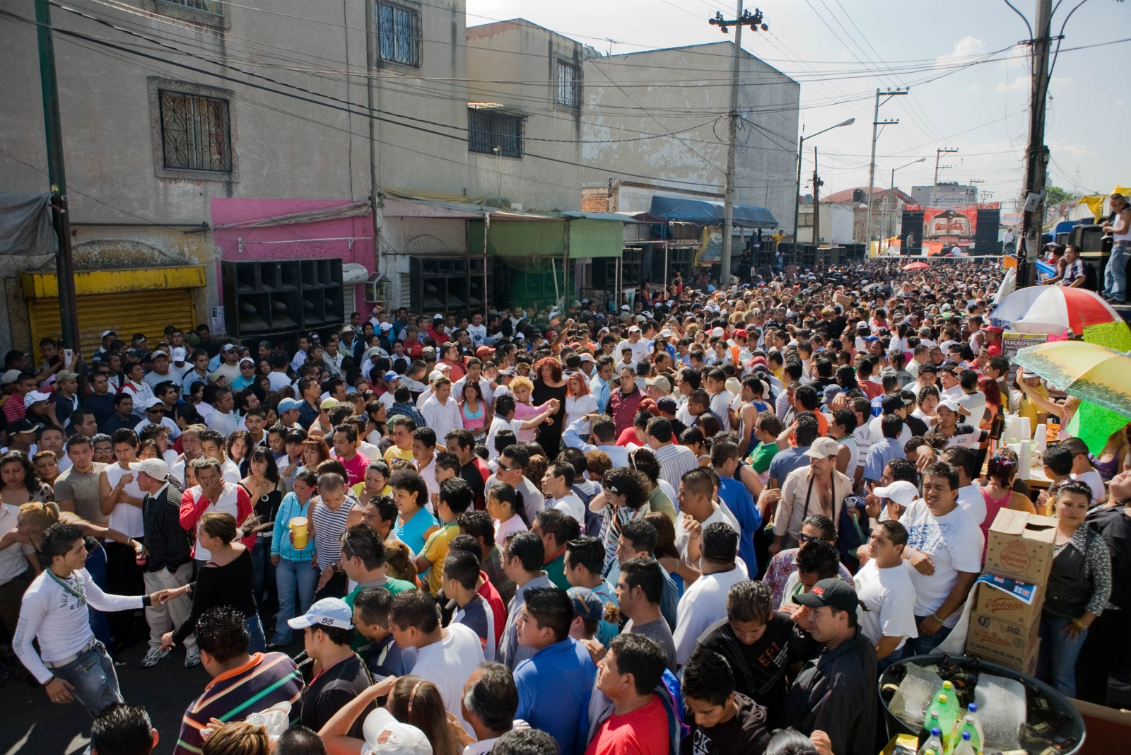 · The streets of Tepito neighborhood are overcrowded with music lovers. With the speakers at the sides, dancing circles are created for couples to dance and expose their expertise, as the sound blasts with a mix from two Sonideros playing at the same time, one at the extreme left with this alocated number of speakers, and the other at mid street. Tepito. 2008. //  · Las calles del barrio de Tepito se llenan de apasionados por la música, con las bocinas en toda su periféria, se abren circulos para que parejas bailen. Tepito. 2008.