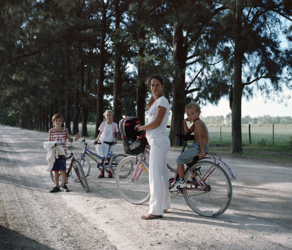 Art and Documentary Photography - Loading familiaenbici.jpg