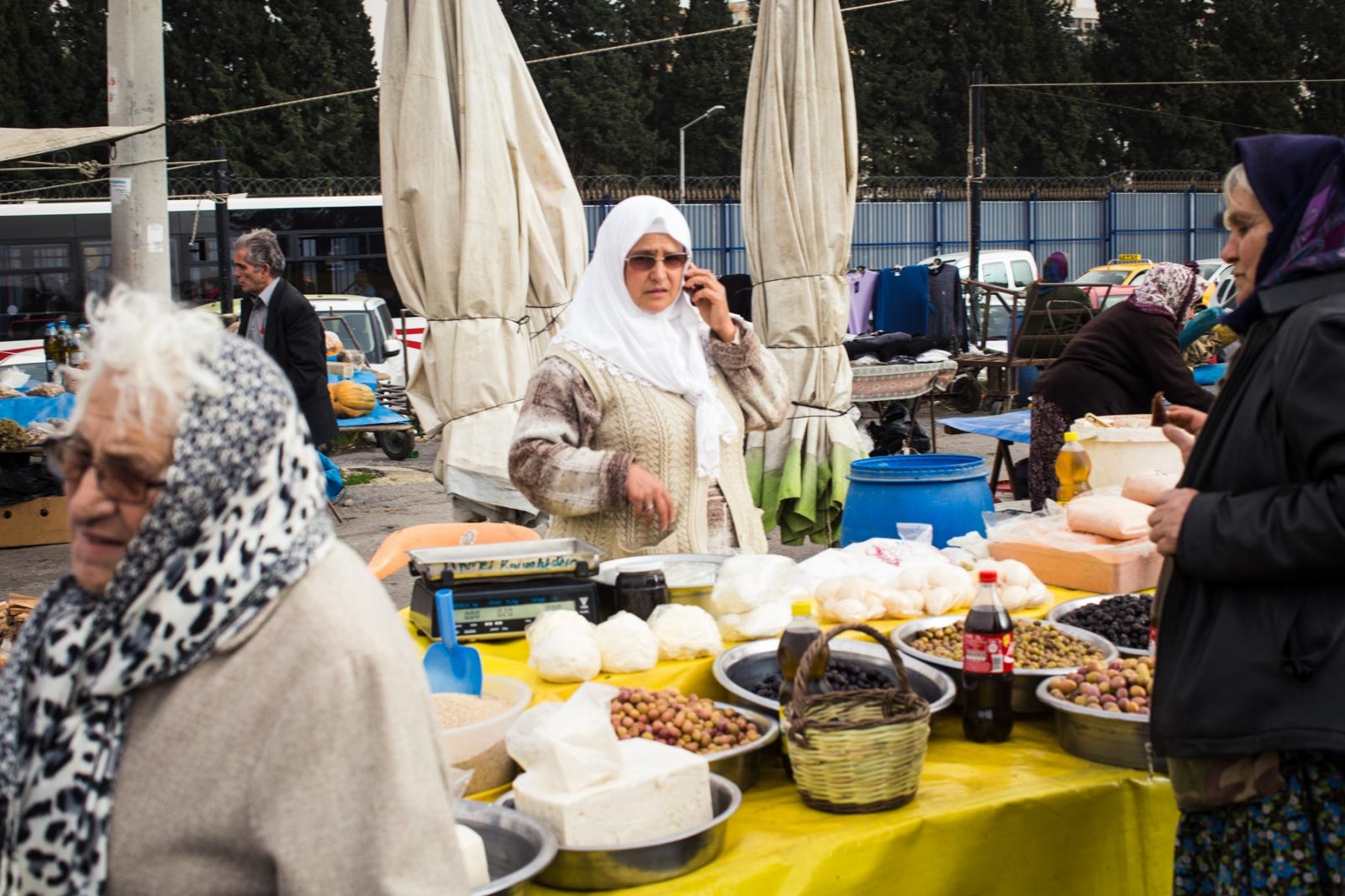 Pazar at Fahrettin Altay in Izmir.