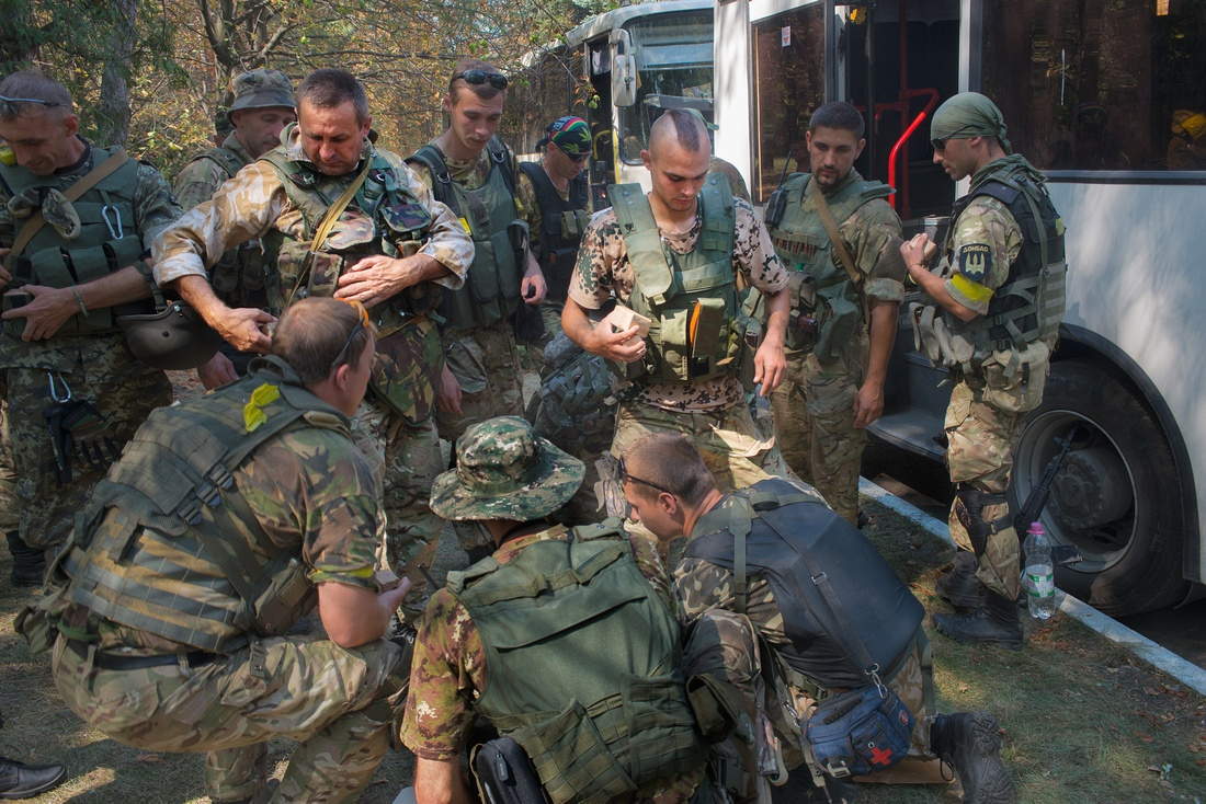 Preparing to rondevous with Right Sector and the army near Illovaisk. The plans were eventually called off. Many in Battalion Donbass do not trust the ability of the Ukrainain army leadership. The battalion will not participate in operations it does not feel are safe.