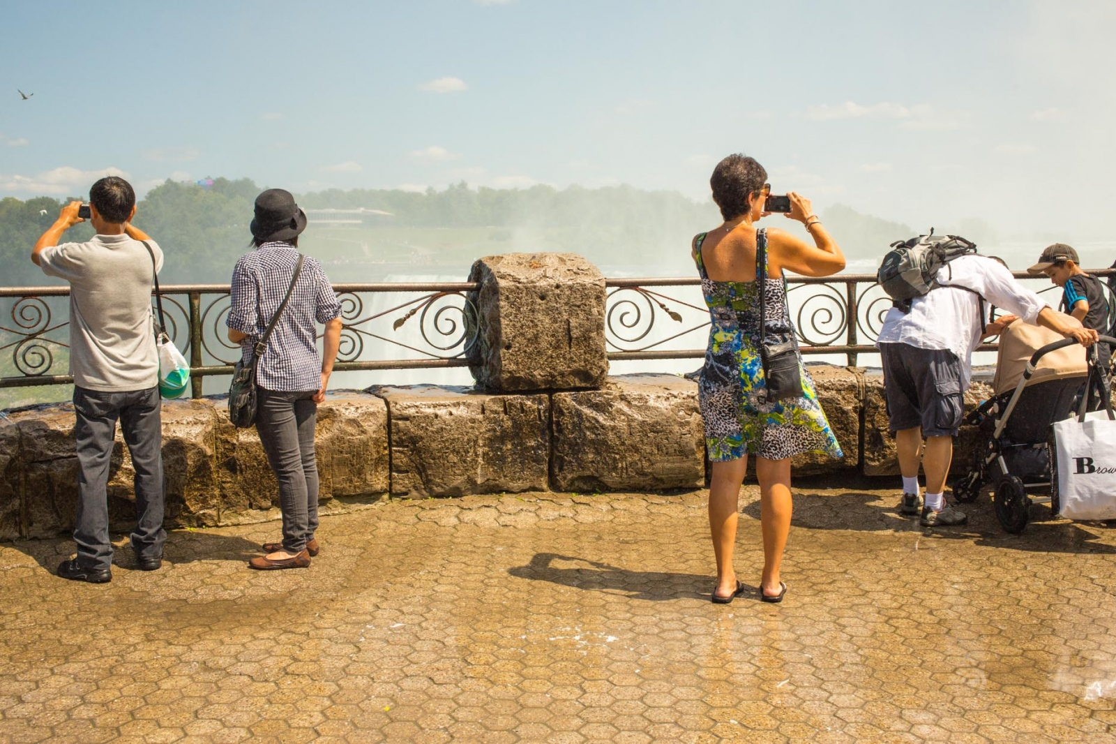 Art and Documentary Photography - Loading niagara-087.jpg