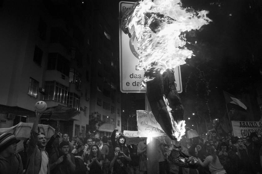 Protestors burn a dummy of the governor of Rio de Janeiro in effigy, in Rio de Janeiro on July 22, 2013.