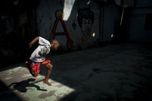 PASSINHO: New Moves Emerge in the Favelas