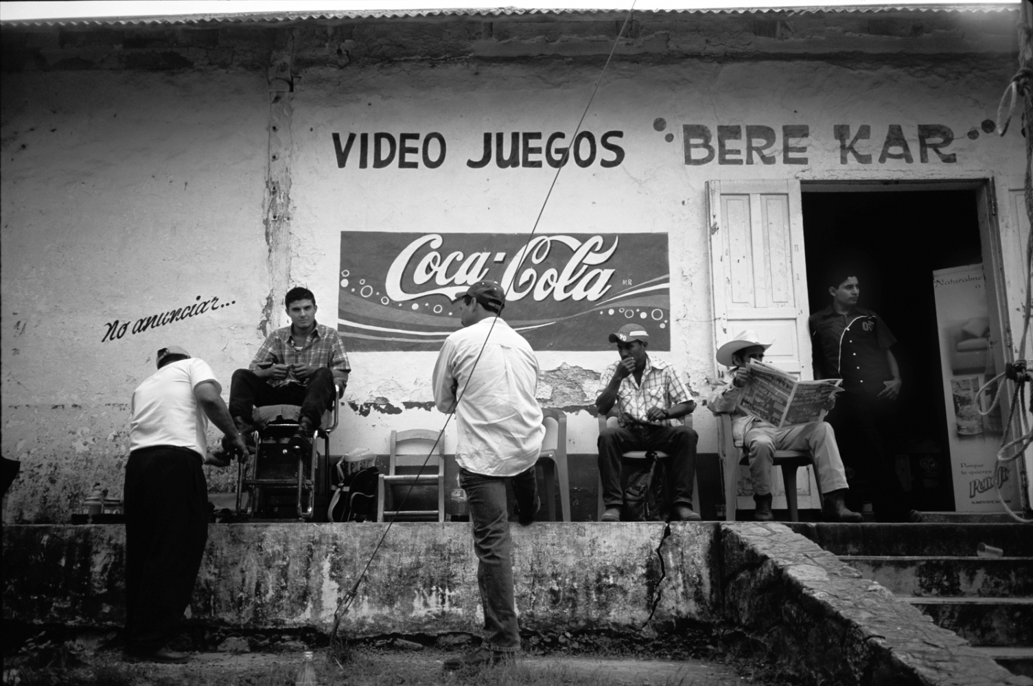 Plaza, Ozuluama, Veracruz, Mexico has an abundance of wonderful tropical fruits yearound. Traditionally people used to drink fruits juices, but with the advent of global adveritising, coca-cola has become the most consumed beverage allover Mexico. 2009 ©Sylvia de Swaan