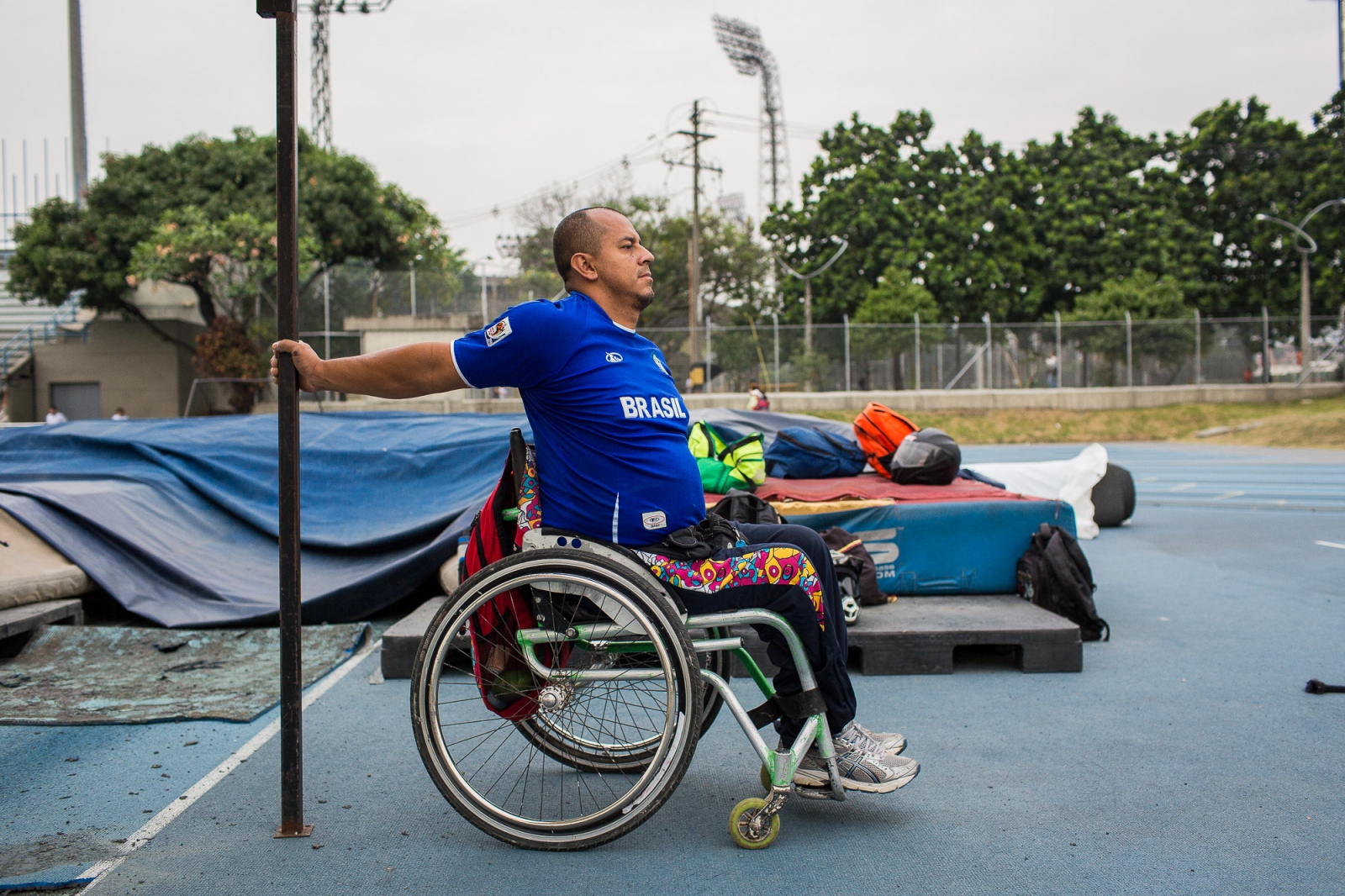 Joe Gonzalez Bettencourt, 38, warms up before the practice of weight throwing at Atanasio Girardot Stadium, Medellin, 7th March, 2016.