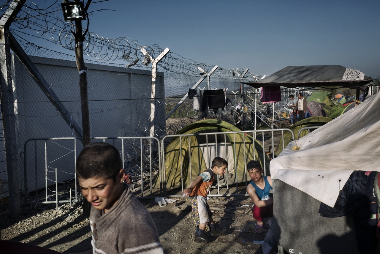 Kids play close to the fence built by FYROM government in order to manage and stop the entry of refugees into the country.