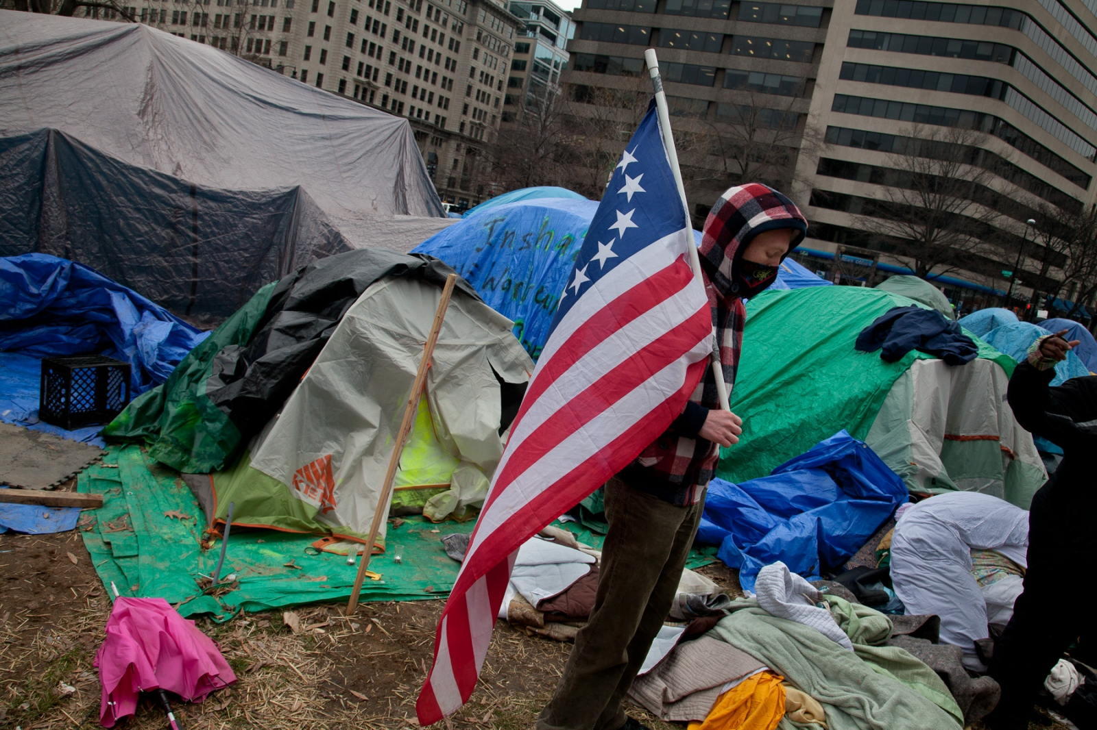 As the hours wore on, during the inspection, word spread that the US Park Police were removing tents that passed code. Violence erupted throughout the day as police continued to tear down tents and cart away bedding and protestors' belongings, some with trash and dead rats.