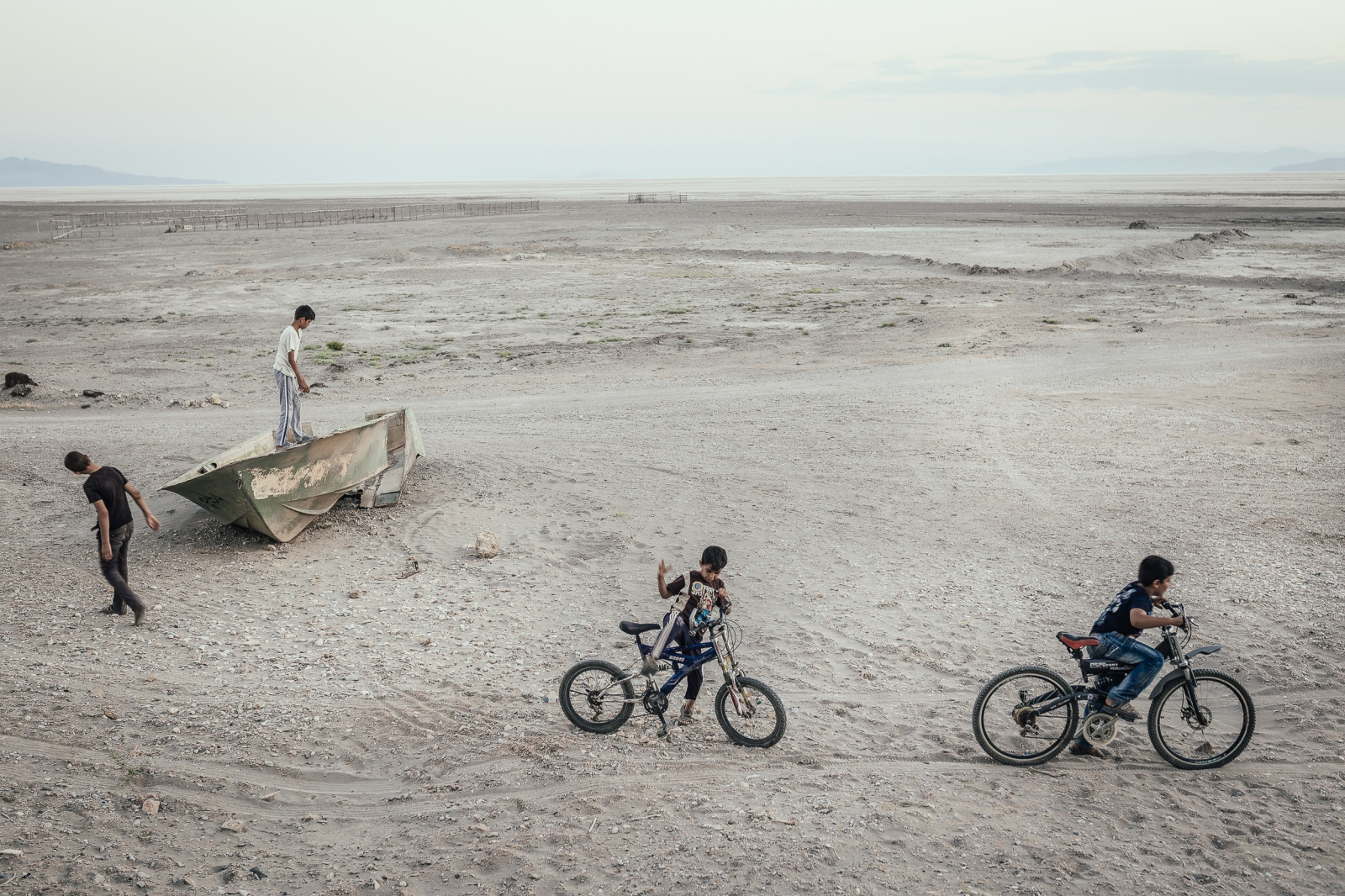 Children who live in a village beside Lake Urmia play on the dried lakeshore.Urmia Lake|East-Azerbaijan|Iran.2015