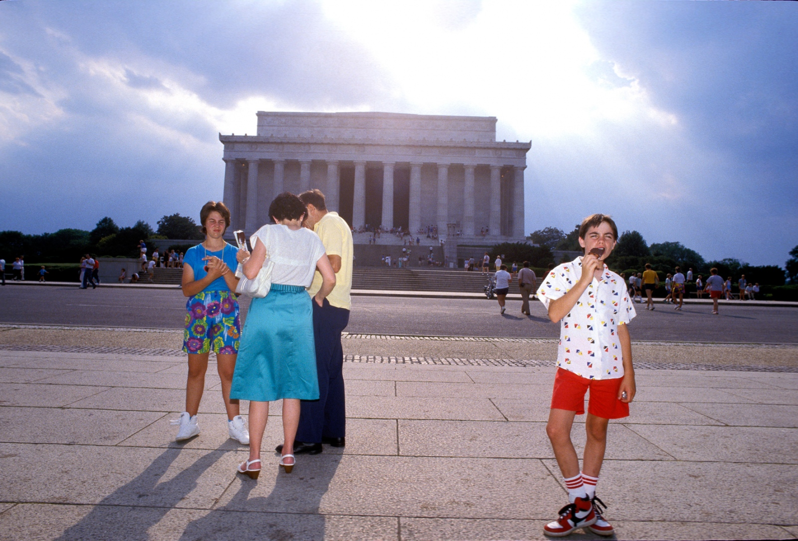 """Each summer tourist slurp at least 1.5 million ice cream """"novelties"""" sold by roving peddlers on the Mall."""