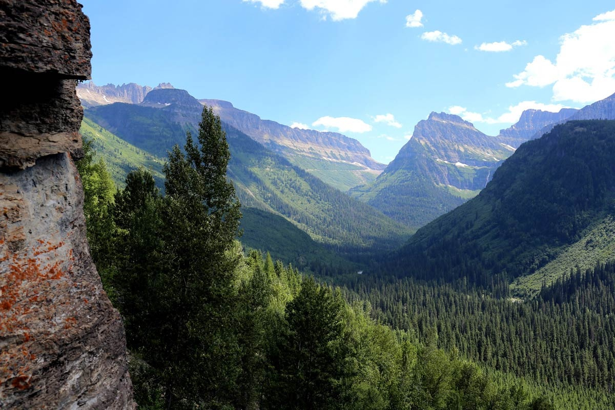 The western third of Montana contains numerous mountain ranges. Smaller island ranges are found throughout the state, for a total of 77 named ranges that are part of the Rocky Mountains.
