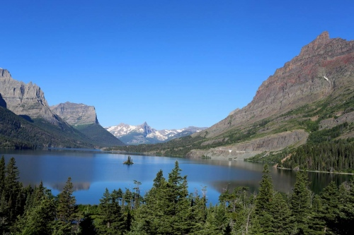St. Mary's Lake, there are at least 3,223 named lakes and reservoirs in Montana.