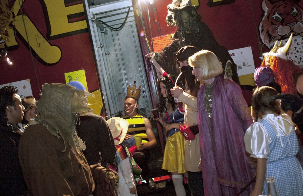 Art and Documentary Photography - Loading 076_Halloween_circus.jpg