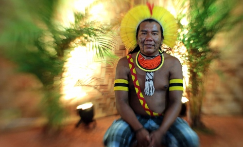 "Bepirax Kaypó - Kaypó - Brazil  The Kayapó live in Para and in the North of Mato Grosso spread over 9 indigenous land. A study conducted by FUNASA in 2010 recorded 8638 indigenous of this ethnicity. The first contact with non-indigenous were in the 19th century, and considered a disaster for there was an unequal competition. Os Kayapó suffered attacks from settlers the massacred them selling them as slaves. This caused this people to move to the westerly area of the country, seeking refuge. After 30 years, there was another contact through the Expansion Front that divided the Kayapo into 2 subgroups: the ones who chose to relate to the white, and the ones who chose to isolate themselves. Those who opted to have contact with the white were murdered and extinct. In the 60s a new front of contact was realized. This time, a more careful and planned one, bringing a permanent relationship with the national society. They speak one language of the Jê family from the root Macro-Jê. They were called Kayapó by their indigenous neighbor groups, which means ""those who look like monkeys"". But they call themselves Mebengokre, ""the men from the hole, or water place"". To this ethnicity the relation with the nature is of extreme importance. Therefore they always make rituals marked by chants and prayers to protect the area. They believe that the more you socialize with the environment, the better to the local, diminishing the chances that human and animals spirits will get mixed. The rituals are divided into 3 categories: name confirmation, agricultural (fishing and hunting), and passage. They are known by the precision in the features of the ethnical graphics, made with coal and Jenipapo. The men adorn themselves with macaw feathers headdresses and the women with long beads necklaces and bracelets."