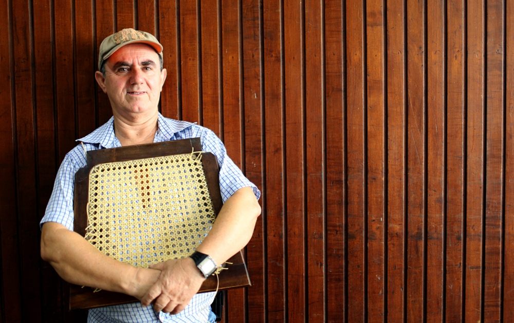 Carlos Pereira - Straw furniture Craftsman