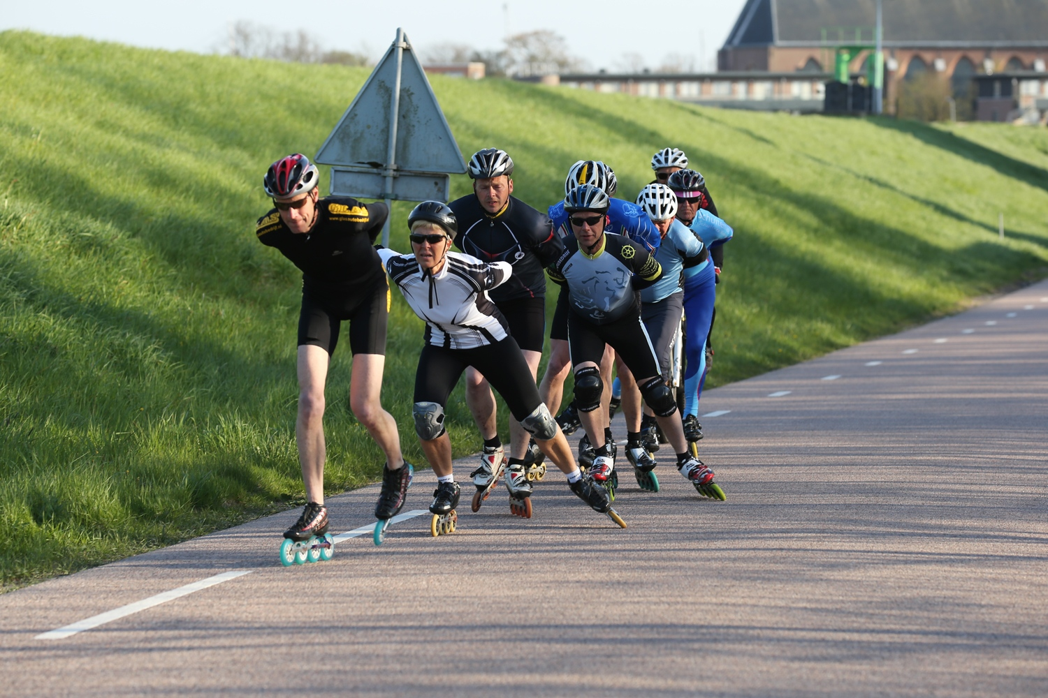 The flat terrain of the Netherlands makes it a suitable location to practice inline skating. The network of cycle paths makes it particularly attractive to skaters.