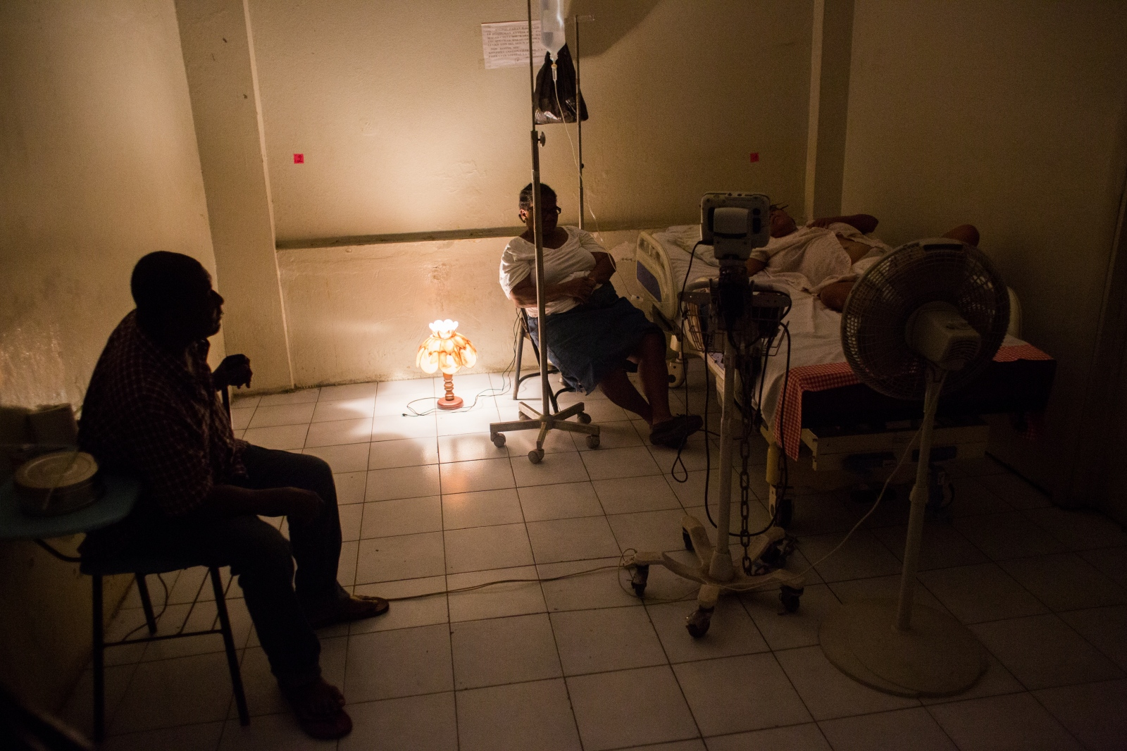 Art and Documentary Photography - Loading hopital_g__n__ral_port-au-prince-3.jpg