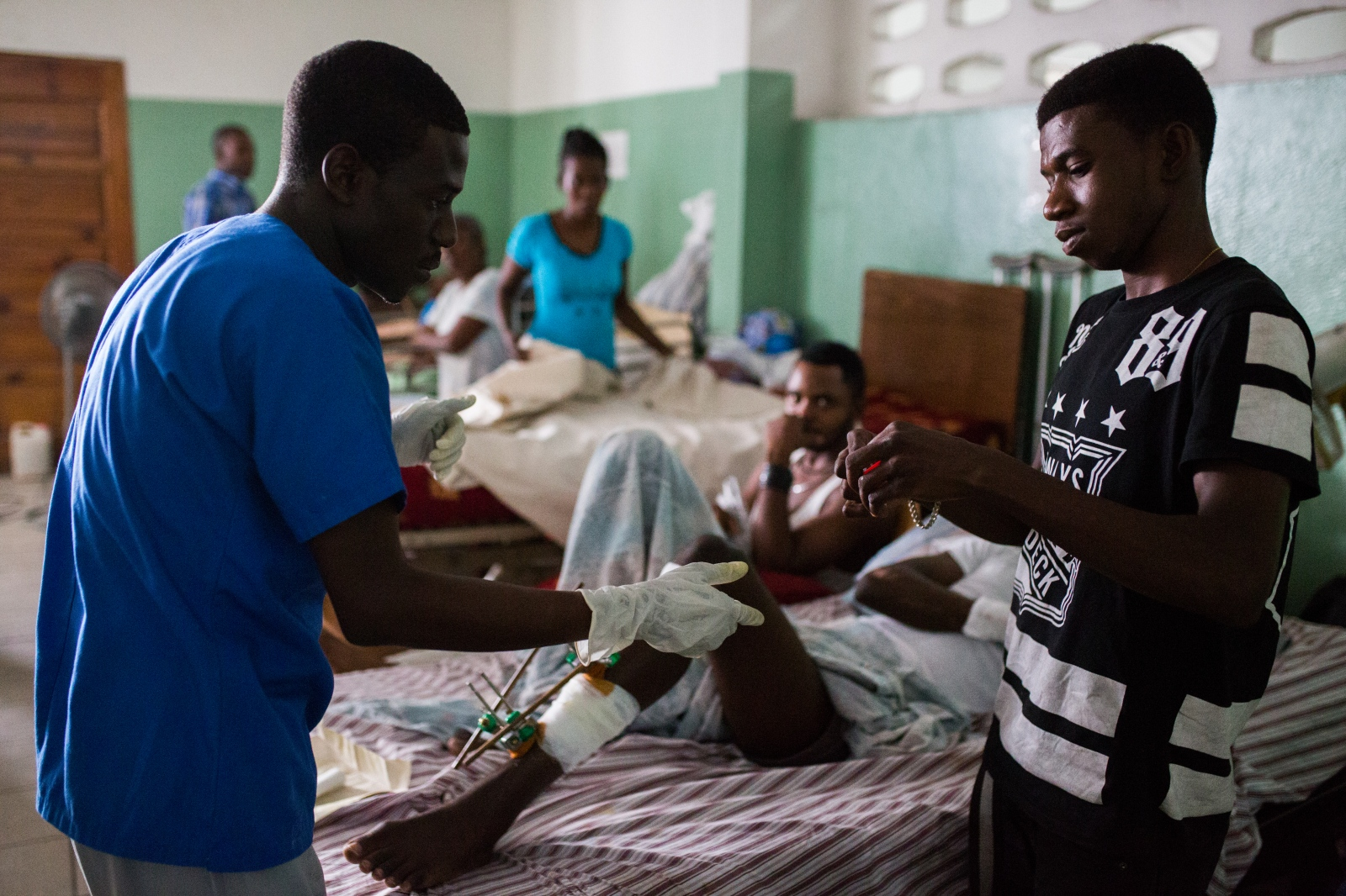 Art and Documentary Photography - Loading hopital_g__n__ral_port-au-prince-6.jpg
