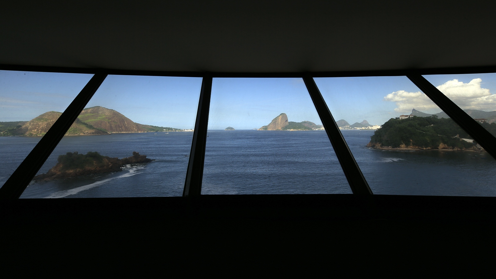 Contemporary Art Museum of Niterói - (MAC) Project by: Oscar Niemeyer Niteroi - Brazil